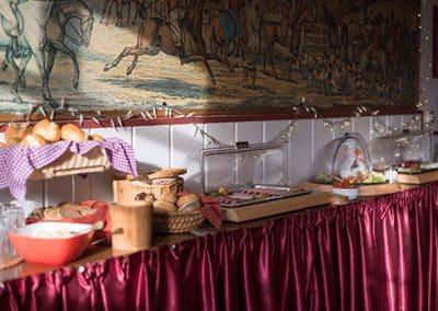 Frühstücksbuffet aufgebaut im Landhotel