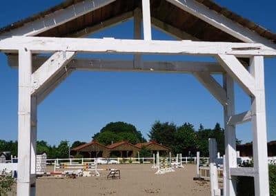 Blick auf den Springplatz des Landhotels Pferdeschulze