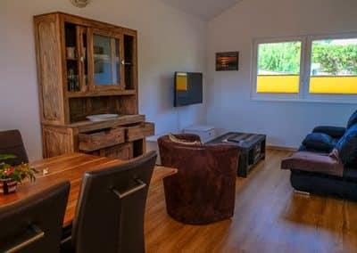 Ess- und Wohnzimmer in einem der Chalets mit Charme