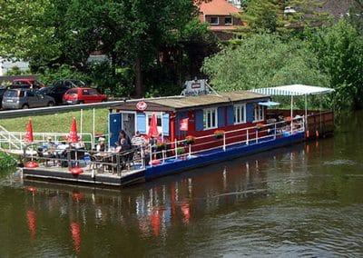 Floßfahrt auf der Elbe in der Lüneburger Heide
