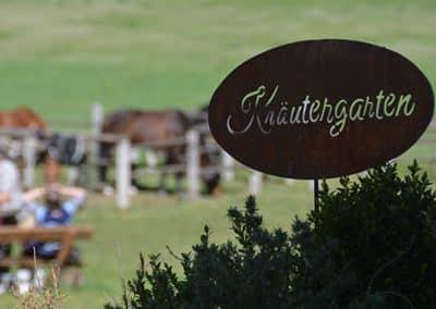 Schild Kräutergarten stellvertretend für Veganurluab